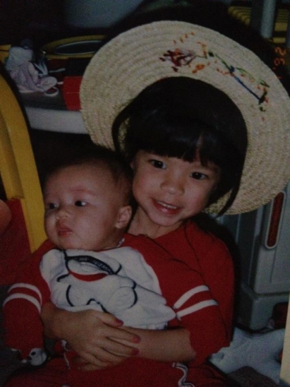 I'm the one on the right with the hat. The cute lil baby is my younger sister, Carolyn.